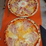 Pizza occhio di blue y mesón del gallo