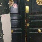 puerta de entarda al hostel