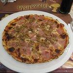Pizza prosciutto y atún sin gluten... ¡Buenísima!