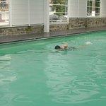 la piscina cubierta, muy util en dias feos