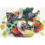 Gravelax de saumon, pommes de terre à la ciboulette et tapioca soufflé