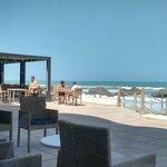 Le restaurant plage directement sur la plage