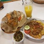 Gurame Goreng, Tahu Telor, Mango Juice (couldn't wait to drink)