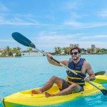 Amenidades como paseos en kayak, podrás encontrar en Playa Blanca Beach Resort