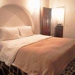 nomad suite queen bed