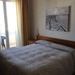 Hotel nella media,personale disponibile,camere pulite e spaziose, prezzo interessante.