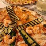 Pizza con gamberi e zucchini