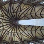 Le dernier pilier, portant les nervures du palmier