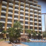 Hotel muy módico, cumple con las expectativas, buena relación precio/valor, tiene sus años, vale