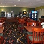 Regency Inn & Suites-4