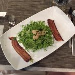 Bacon and goat cheese salad