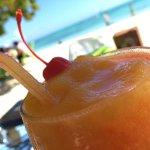 Almuerzo en el Grog Rocky Cay , pargo a la parrilla , risotto con mariscos y mousse de maracuya