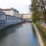 川と橋と建物