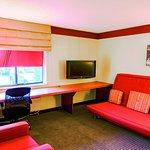 Foto de La Quinta Inn & Suites Chicago Tinley Park