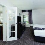 Photo de La Quinta Inn & Suites Charleston Riverview