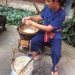 comment on tire le fil des vers à soie