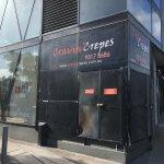 Cravin' Crepes Edgewater store