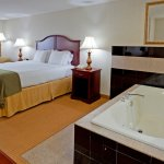 Photo de Holiday Inn Express Hotel & Suites Newton Sparta