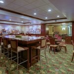 Photo de Holiday Inn Express Hotel & Suites Charleston/Ashley Phosphate