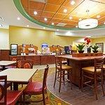 Foto de Holiday Inn Express Greensboro-Wendover