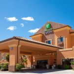Photo de Holiday Inn Express Hotel & Suites Kingman