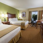 Two Queen Beds - Great For Families Visiting Asheville
