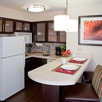 Photo de Staybridge Suites Alpharetta North Point