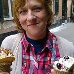 Cialde con gelato, panna e decorazioni!