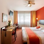 Photo of Bon-Port Hotel