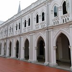 Arched architecture - Chijmes in Singapore (12/Mar/17).
