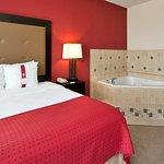 Photo de Holiday Inn & Suites Waco Northwest