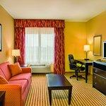 Photo de La Quinta Inn & Suites Union City