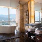 Grand Deluxe Guest Room - Bathroom