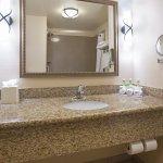 Photo de Holiday Inn Express Hotel & Suites Los Alamos Entrada Park