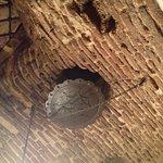 Impresionante mirar al techo de antiguo que es todo, da la sensación que se te va a venir abajo.