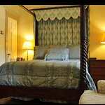 Our William Lee Room is on the 1st floor of the main house. It has a queen bed and a sunny bathr