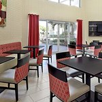 Photo de Holiday Inn Express & Suites Naples