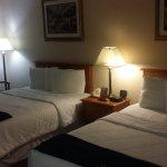 New Victorian Inn & Suites Foto