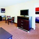 Photo de La Quinta Inn & Suites Warner Robins - Robins AFB