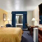 Photo de Baymont Inn & Suites Waukesha