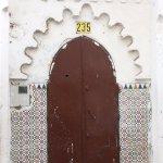 Puerta de una antigua madrassa en la medina de Tetuán