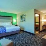 Photo of La Quinta Inn & Suites Batavia
