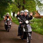 Puur plezier met een vleugje actie: Vespa rijden, de ideale uitstap!