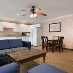 Photo of Country Inn & Suites Fayetteville - Ft. Bragg