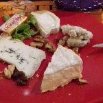 une très belle assiette de fromages qui était dans le menu