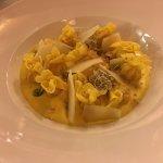 Fagottini ripieni pera e formaggio con fonduta zafferano crumble noci e toma. Deliziosi!