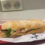 Sandwich pourri, 3 pauvres fruits à 3,8 eur une honte !! A fermer rapidement !!