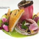 Seppia arrostita e calamaro al lampone su salsa di insalata mista