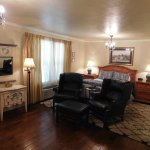 Single Queen Suite with Kitchen