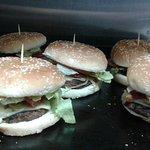 Hamburguesas hechas en casa, con carne de primera  100% recomendadas